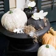 Carving pumpkins too messy for you? Try painting them! Via Facebook: https://www.facebook.com/photo.php?fbid=624359284281553&l=a2ee14a022